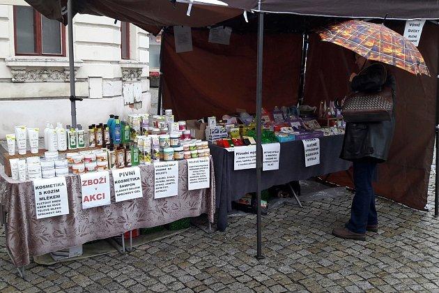 Na Farmářském trhu v Karviné se prodává i běžné komerční zboží.