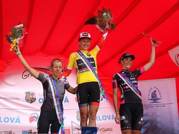 Nejlepší tři závodnice letošního 29.ročníku Gracie. Zleva druhá Trixi Worrack, vítězka Alena Amjaljusik a třetí Eugenia Bujak.