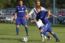 Sobotní fotbalové odpoledne v Petrovicích. V poháru postoupil Frýdek (v bílém).