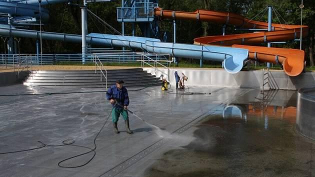 Letní koupaliště v Havířově. Příprava na sezonu.