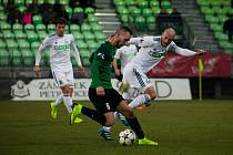 Fotbalisté Karviné (v bílém) během ligového zápasu s Jabloncem.