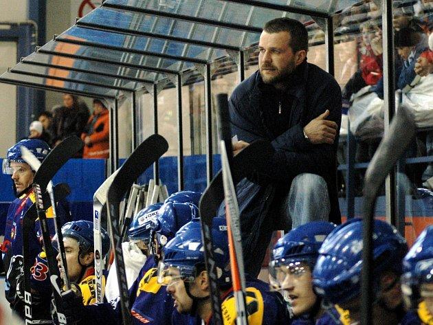 Roman Sedlák má bohaté druholigové zkušenosti. V roce 2010 dovedl tým Valašského Meziříčí dokonce do baráže o I. ligu.