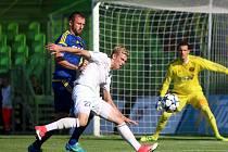 Filip Panák (v bílém) a jeho kolegové zabojují o víkendu o první body nové sezony.