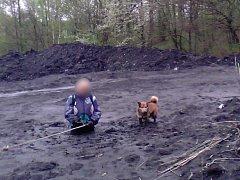 Záchrana ženy z uhelného kaliště.