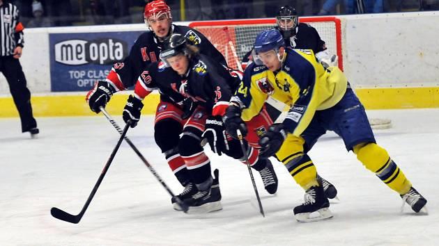 Karvinští hokejisté jdou od porážky k porážce.