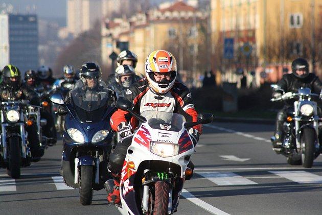 Vánoční vyjížďka motorkářů vHavířově.