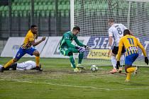 První jarní výhra. Fotbalisté Karviné (uprostřed gólman Jiří Ciupa) se dočkali v derby s Opavou tří bodů.