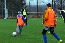 Slavnostní nálada zavládla v neděli dopoledne na Městském fotbalovém stadionu v Havířově. Konalo se tradiční fotbalové utkání – Silvestrovský mix.