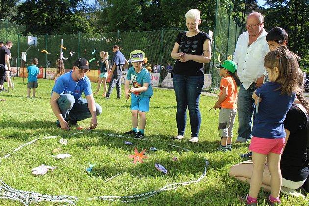 Havířovští Havrani pomohli s pořádáním dětského dne v Dětském domově Sluníčko. Některé děti svezli na svých strojích.