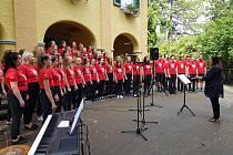 Koncertní sbor permoník při letošním vystoupení v německé Kostnici.
