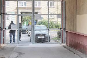 Ploty a mříže nyní chrání klid a pořádek obyvatel v karvinské ulici G. Preissové v lokalitě Nové Město.