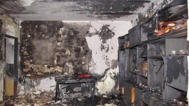 Zásah hasičů u požáru domu v Horní Suché.