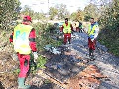 Město Orlová odklidilo během letošního roku ze svého území několik tun odpadů. S černými skládkami chce bojovat i nadále.