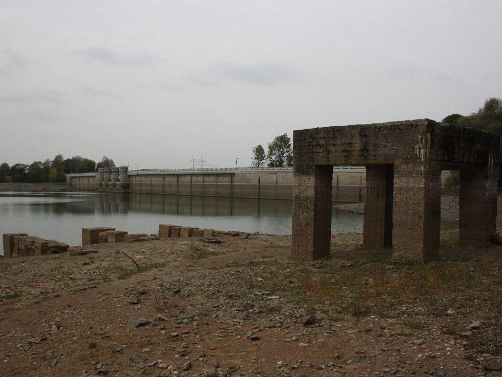 Sucho na Žermanické přehradě.