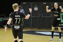 David Růža, mladá rozehrávka házenkářského Baníku Karviná.