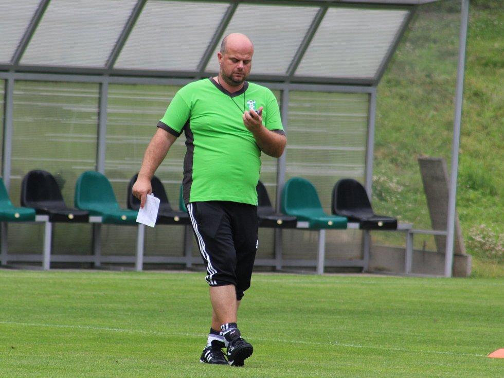 Nový trenér Karviné Roman Nádvorník na první přípravě mužstva.