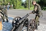 Ve Stonavě začala v sobotu vpodvečer tradiční pouť. Zahájily ji výstřely z historických děl a proběhla také soutěž v kosení trávy kosou.