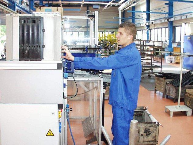 Další továrna na Novém Poli