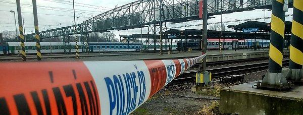 Požár vÚstředním stavědle vbohumínské stanici zastavil veškerý provoz.