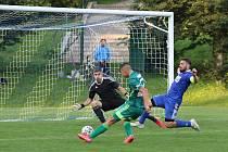Fotbalisté Karviné (v zeleném) zvítězili ve středečním utkání 2. kola MOL Cupu na hřišti divizního Slavičína 5:1.