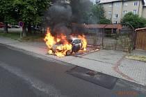Dvě jednotky hasičů zasahovaly v sobotu ráno v Havířově-Šumbarku u požáru téměř nového osobního automobilu Škoda Octavia, který stál na parkovišti a měl podle majitele najeto jen několik stovek kilometrů.