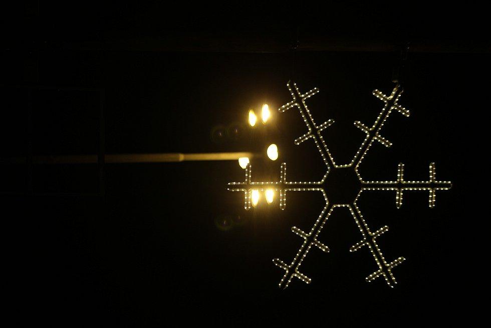 Vánoční výzdoba v Karviné. Podél hlavní třídy..