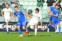 MFK Karviná - FK Mladá Boleslav 0:1 (10. kolo, 3. 10. 2021). V 81. minutě rozhodl kapitán hostí Marek Matějovský (vpravo).