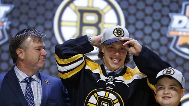 David Pastrňák na draftu NHL. Vybral si jej Boston.