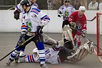 Karvinské hokejbalisty potkal sestup z extraligy.