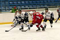 Vyrazit je možno třeba na hokej. Vrcholí totiž základní část různých soutěží.