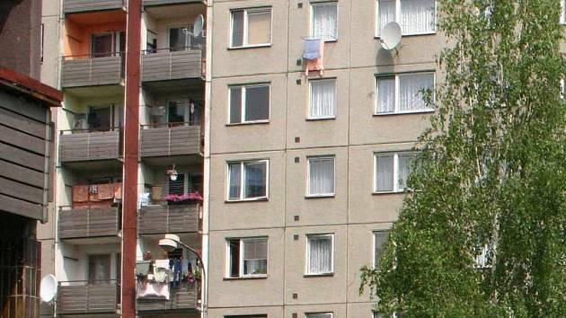 Orlovští radní chtějí zamezit spekulantům s prodejem bytů.