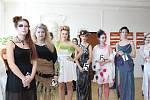 Studentská soutěžní přehlídka účesů a modelů mladých kreativních kadeřníků na téma konce zimy.