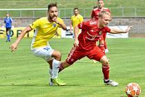 Třinečtí fotbalisté (v červeném) podlehli doma Jihlavě 0:1.