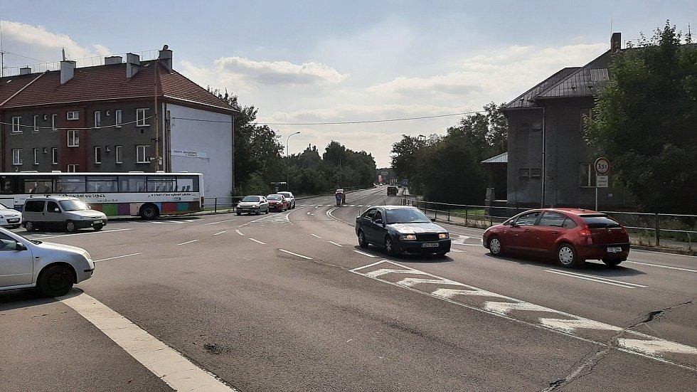 Prostřední Suchá. Křižovatka ulic Dělnická, Fryštátská, Kapitána Jasioka.