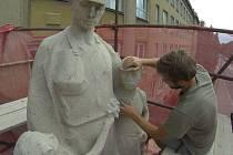 Po nedávné opravě soch nad vchodem se ZŠ Na Nábřeží v Havířově dočká i celkové revitalizace.