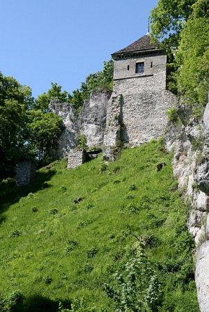 Hrad postavil ve 14.století polský král Kazimír III. Veliký.