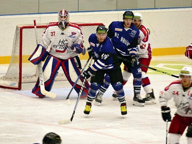 Havířovští hokejisté (vmodrém) podlehli doma Porubě 2:3.