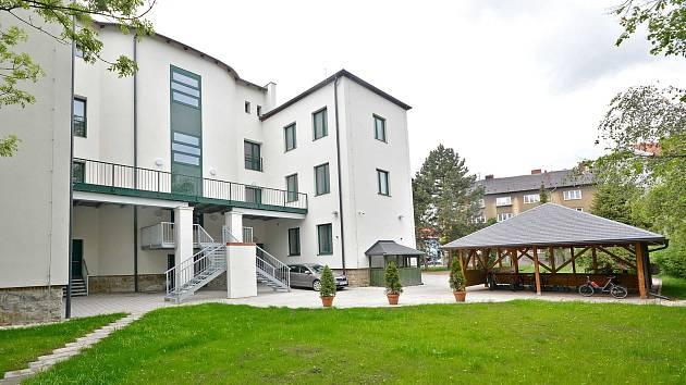 V Bohumíně otevřeli nové centrum sociálních služeb. Klientům slouží mj. i tkalcovská dílna.