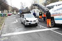 Nehoda v křižovatce Dlouhé třídy a ulice 17. listopadu.