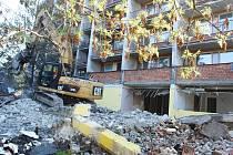 Demolice, pak rekonstrukce. Ubytovna Kosmos se změní v byty pro seniory.