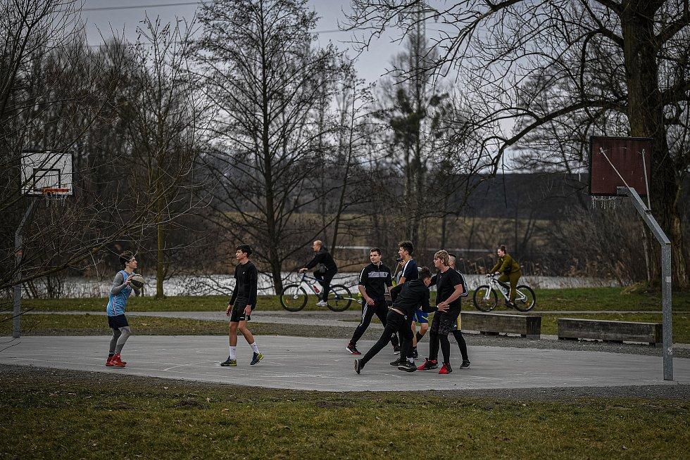 Areál Lodičky v parku Boženy Němcové, 27. března 2021 v Karivné.