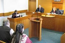 Soudní jednání v případu týraných dětí.