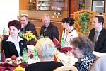 Vánoční večeře primátora Havířova s důchodci.