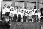 Dětské radovánky u příležitosti Mezinárodního dne dětí – 31. května 1969. Na snímku soubor Včelka.