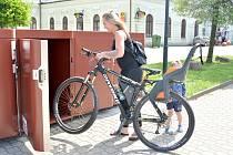 V Bohumíně mají nové cykloboxy před vlakovým nádražím. A budou i na dalších místech.
