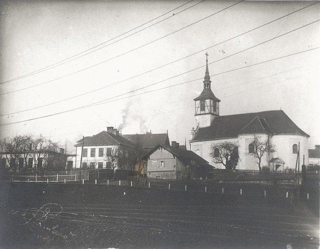 Pohled na původní Karvinnou. Kostel sv. Petra zAlkantary.