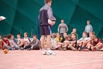 V době stávky si  děti prvního stupně ze ZŠ Dělnická procvičily  základy první pomoci. Ostatní prožili den sportovně.
