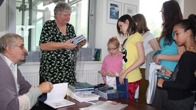V Karviné byla křtěna kniha o místních pověstech.