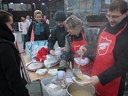 Vánoční polévka Armády spásy v Havířově.