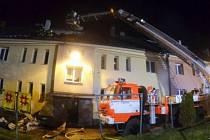 Zásah hasičů u požáru obytného domu v Orlové-Porubě.